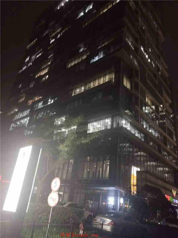 浦东 写字楼底商 带煤气 地铁旁 十字路口 客流大