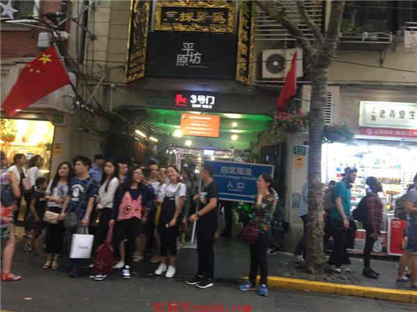 浦东沿街商铺 办公配套 临吉买盛 十字路口排队就餐