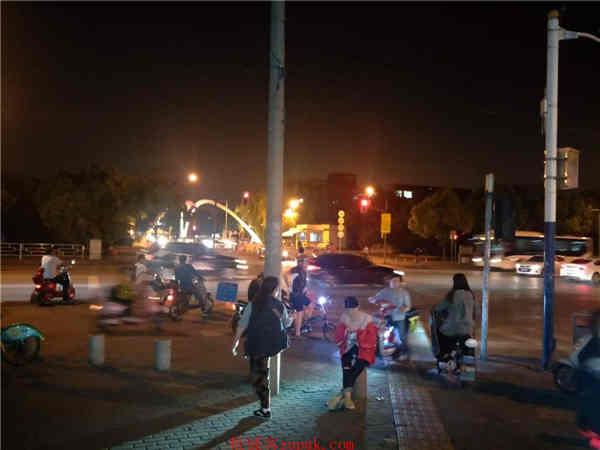 宝山沿街一层旺铺招租,临近大学,临近地铁口