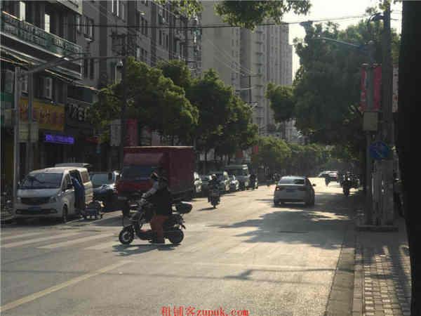 杨浦沿街十字路口旺铺转让 排队就餐 大房东直租