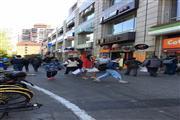 浦东沿街一楼独立店铺 临近地铁 无转让费 人流火爆