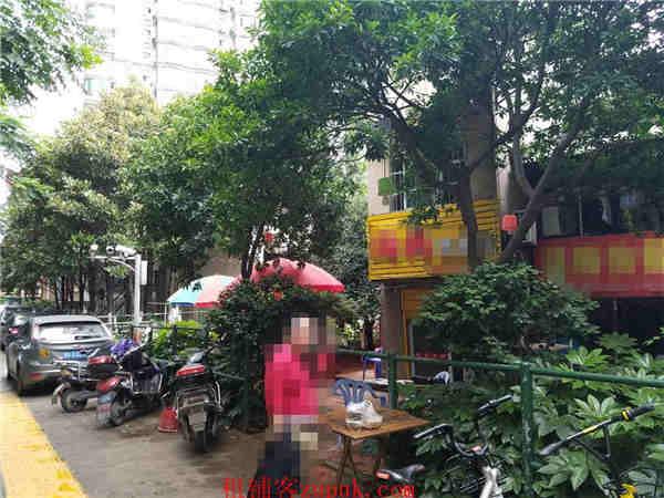 市中心临街80㎡餐饮店转让(证件齐全,可做外卖)