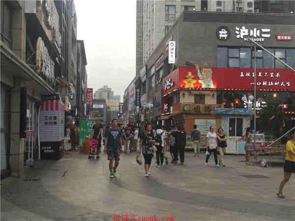宝山沿街一楼饮品小吃旺铺 执照齐全 客流稳定