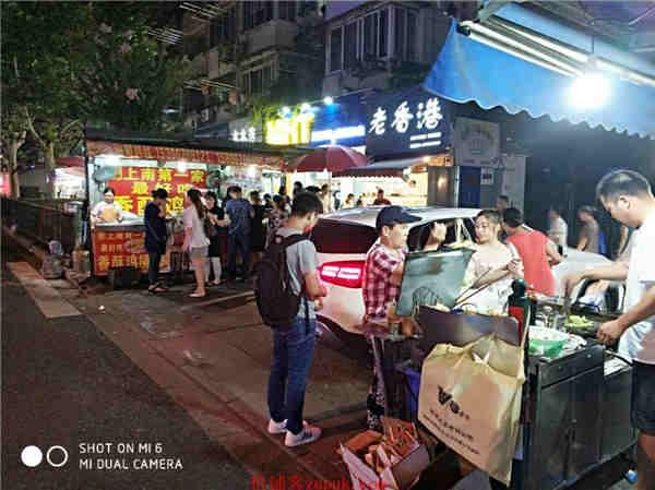 金山张堰镇沿街十字路口餐饮旺铺 执照齐全 人流量超