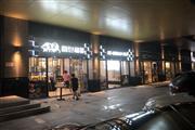 布吉火爆临街面包店转让