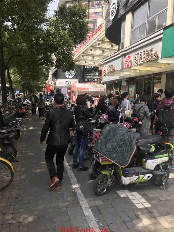 宜山路沿街 重餐执照 汤包烧烤火锅 早中晚市口火爆