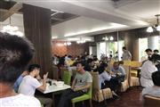 地铁口办公楼底商 餐饮旺铺 客流集中 饭点人挤人