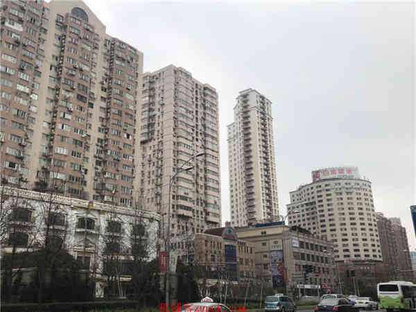 江干区城星路地铁口沿街一楼美食广场
