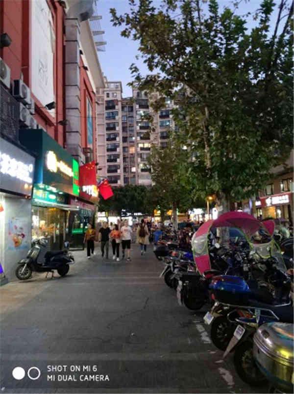 宝山上海大学门口沿街商铺,重餐饮执照。