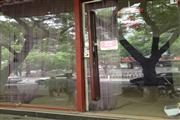 东直门内簋街临街旺铺百货空铺出租,繁华位置(不可餐饮)。