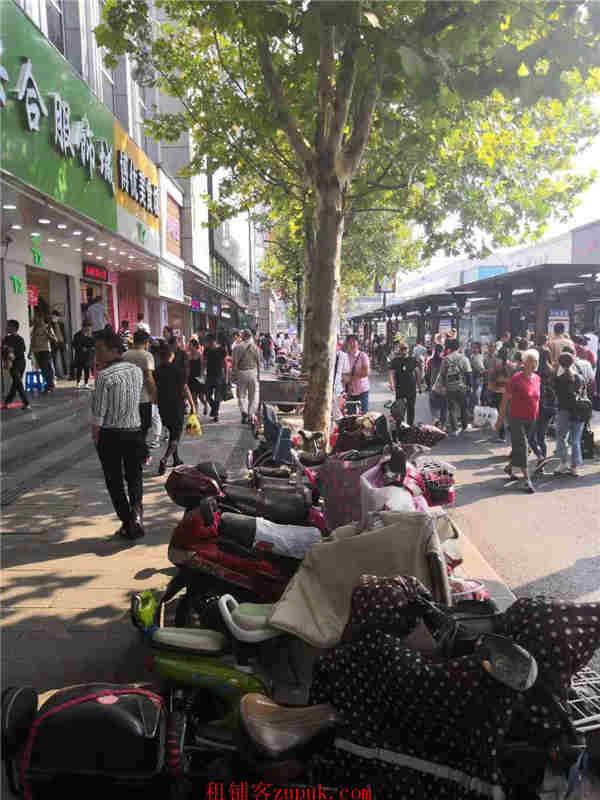 江干区沿街十字路口精装修餐饮旺铺 紧邻地铁重餐执照