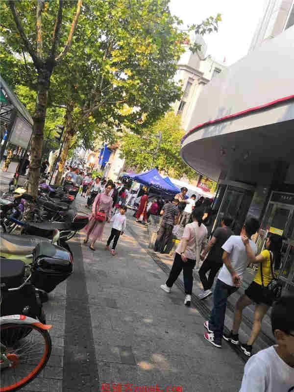 上城区延安路学士路路口沿街美食广场执照齐全人流不断