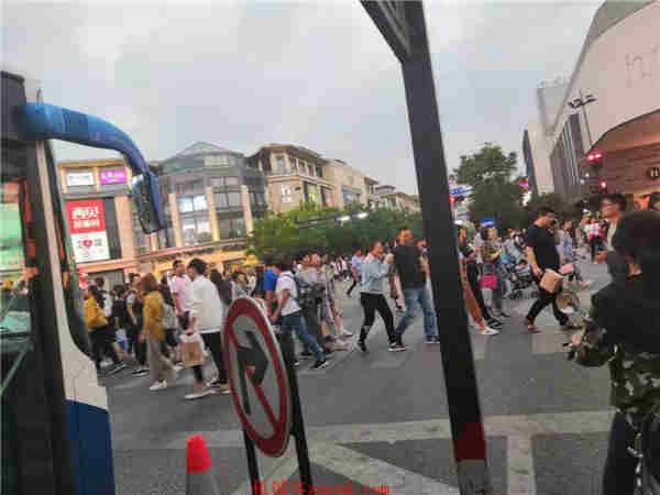 下城区武林核心成熟商圈沿街十字路口精装修奶茶旺铺