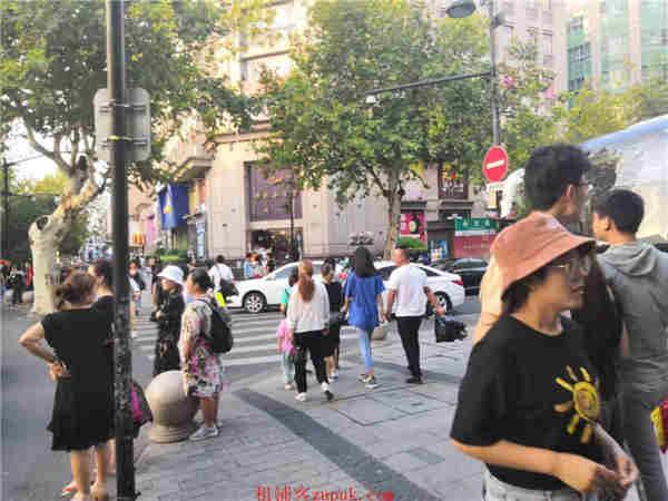 下城区建国北路凤起路沿街地铁口美食档口旺铺人群集中