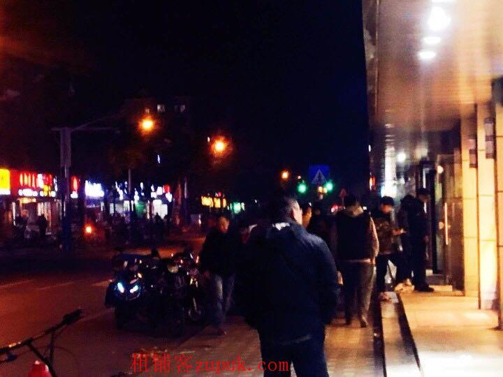 卢湾区 成都南路淮海中路十字路口沿街神铺 地铁口旁