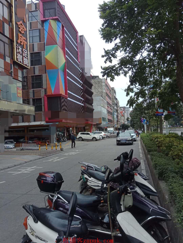 会所大堂出口,网咖出入口,两栋酒店和公寓中间
