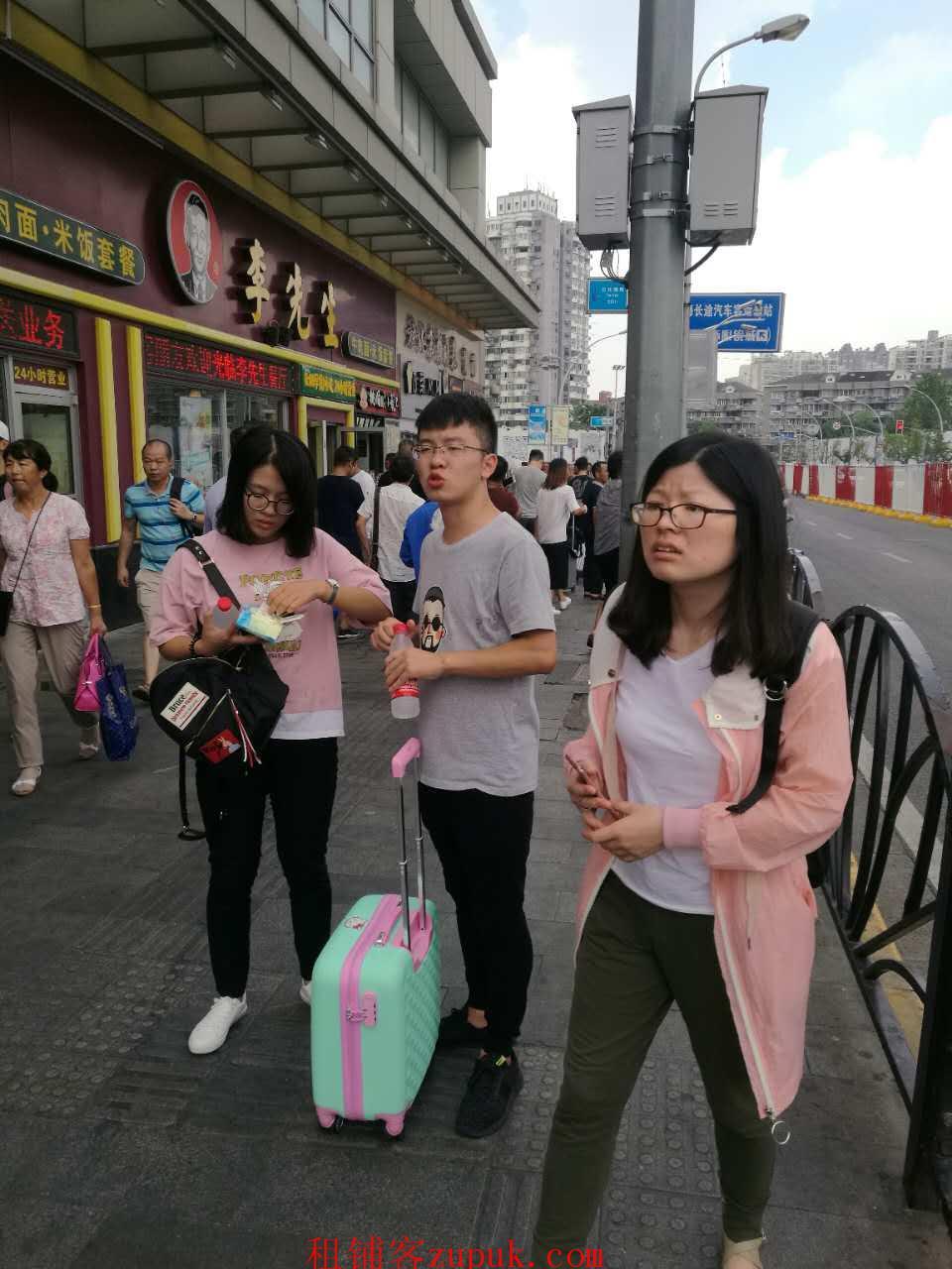 浦江沿街商铺出租,执照齐全,早餐混沌麻辣烫外卖等