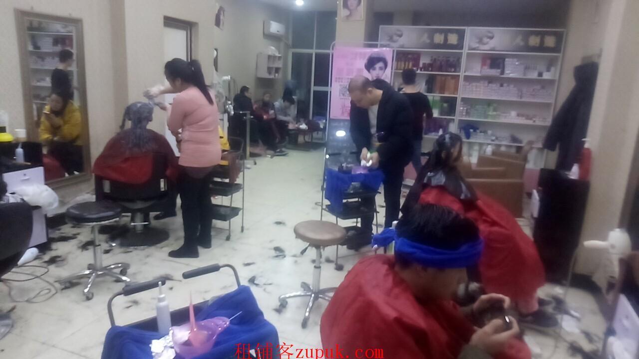 大型成熟小区75㎡临街美发店转让(可空转)
