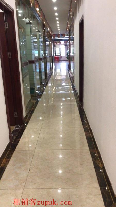 业主直租800方豪华装修办公室,有电梯无中介费。租金优惠
