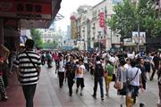 宝山临街铺面火热招租中,旁边是学校小区