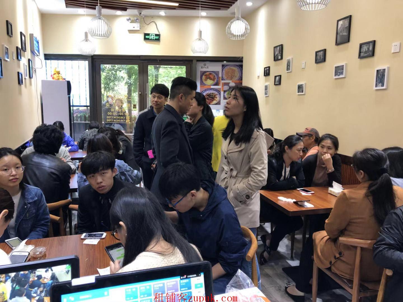 杨浦鞍山新村地铁必经之地,沿街重餐饮可面馆快餐烧烤