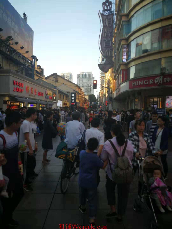 临街旺铺展示面大曝光率高临近地铁人流量大非餐饮