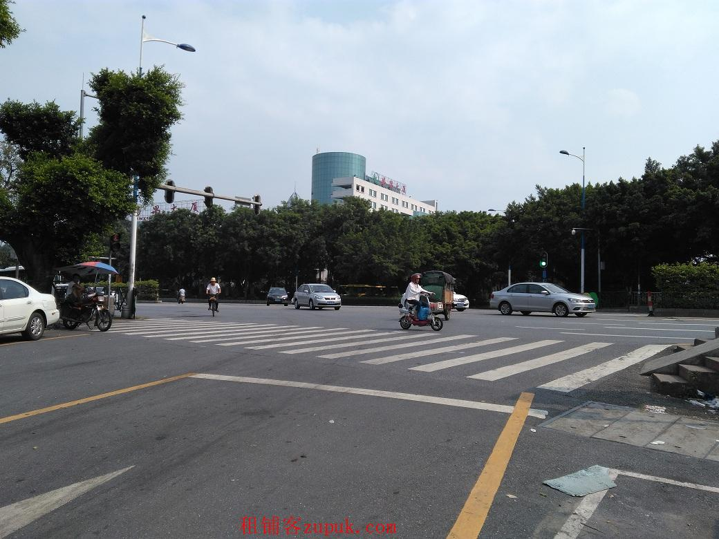 番禺广场地铁站 中心公园旁63方临街商铺出租 诚邀通讯店进驻