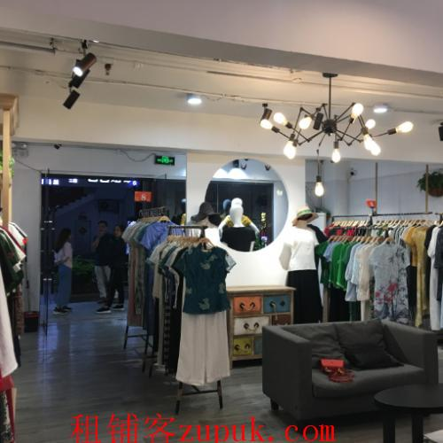 印象黄埔精装修服装店空转适合多种行业