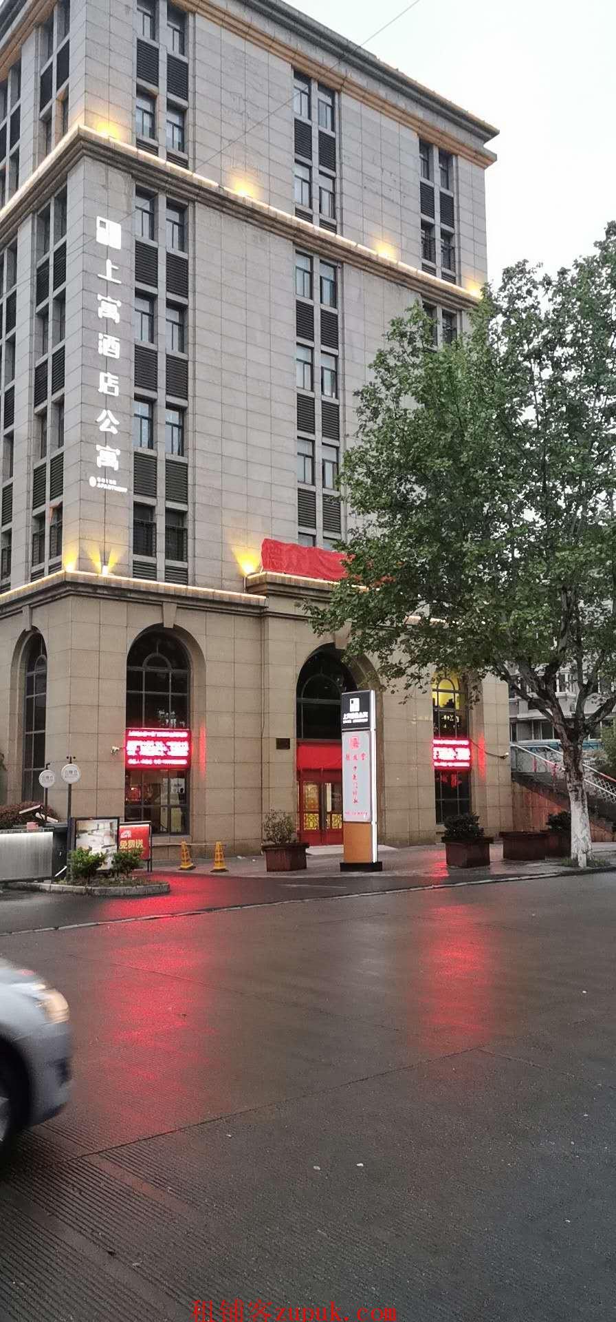 地铁口766平临街旺铺有车位业主直租价格面议