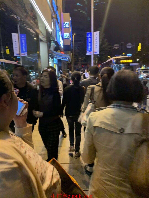 虹桥万科中心外沿街商铺,人流量大 适合川湘菜 重庆小面 等
