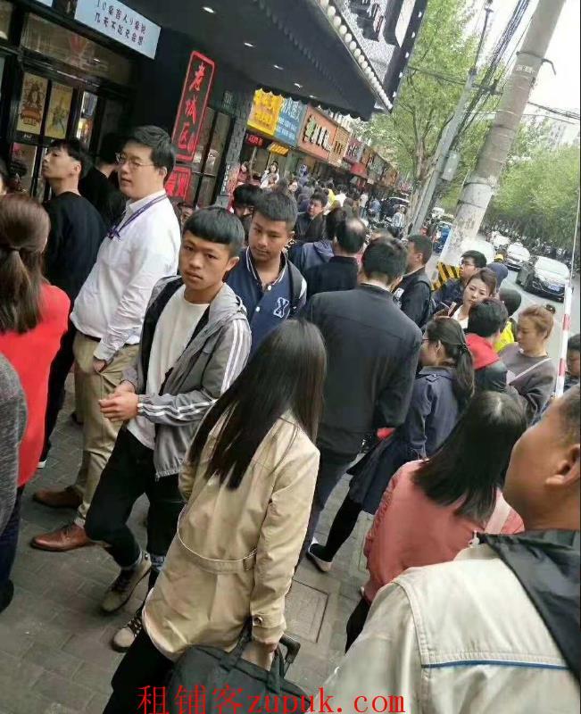 天山路沿街旺铺直租,人流量大适合川湘菜,香锅冒菜 咖啡等