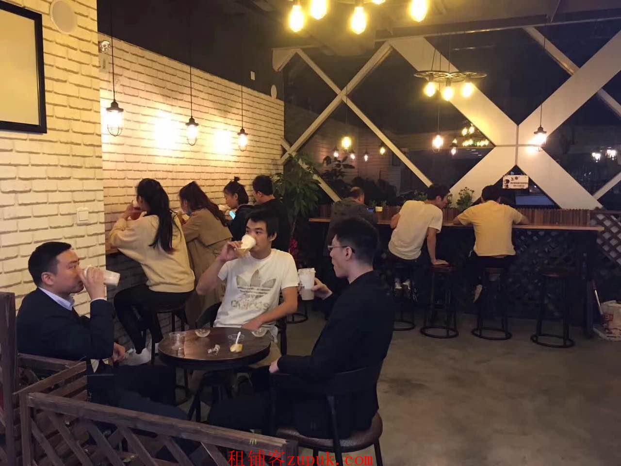 河南中路九江路路口人流火爆沿街店铺招非餐饮业态