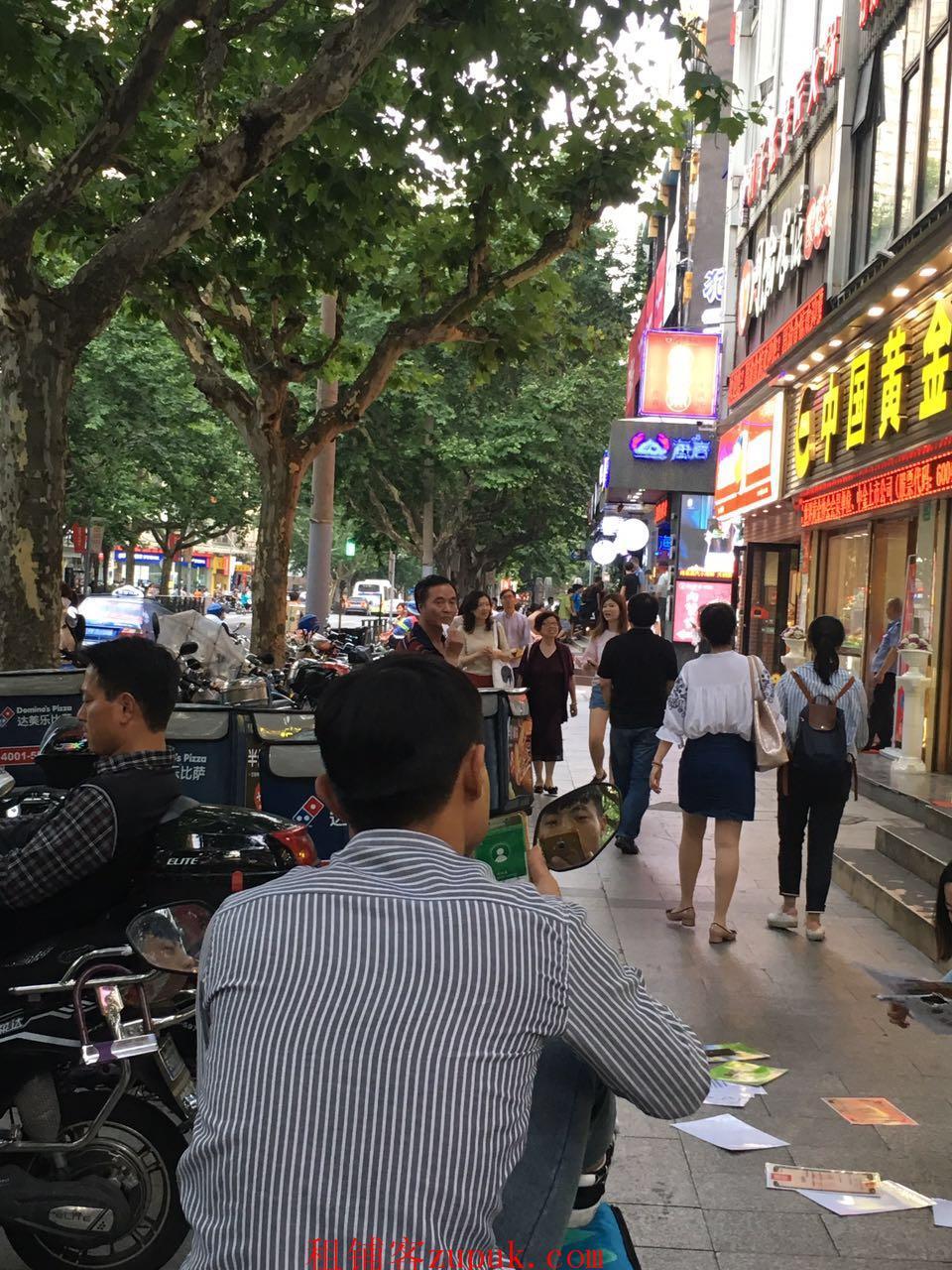 松江九亭大街沿街商铺,业态不限,松江客户无人问津