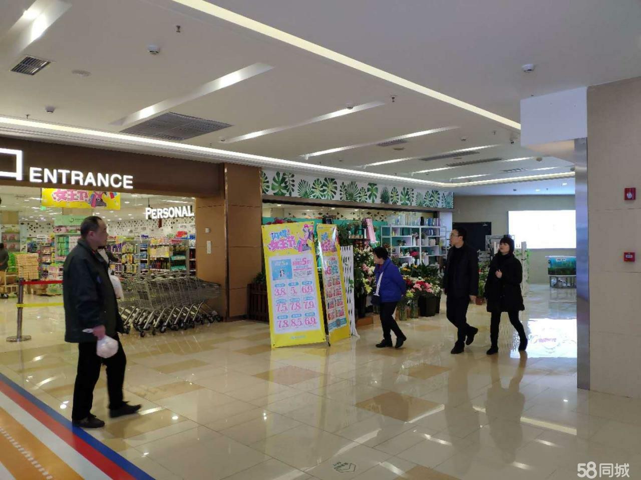 新世纪超市扶梯旁边旺铺