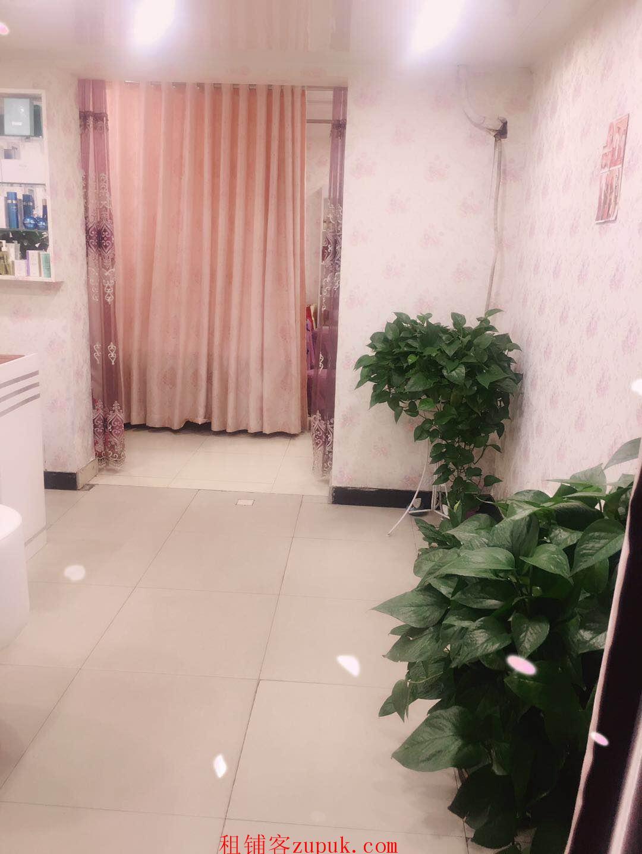 非中介龙西高档小区临街门面美容店转让接手即可营业!