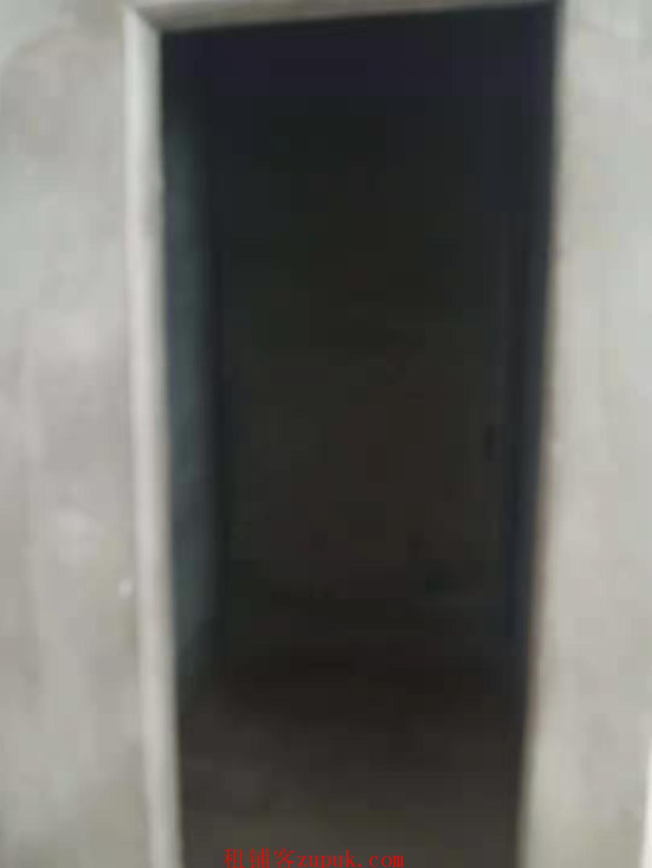 观山湖恒大影城商场入口门面出租