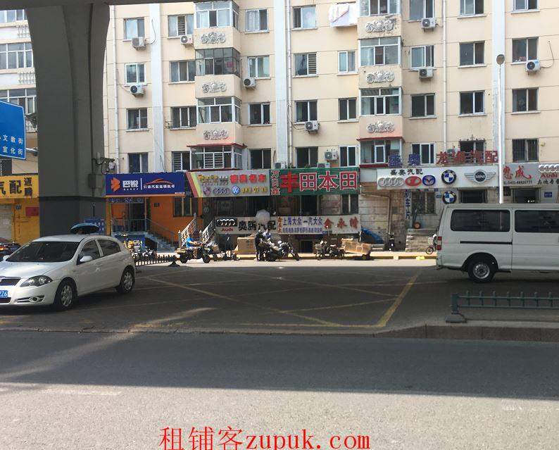 出租文昌街宣化街交叉口 临街门面,门口有停车场