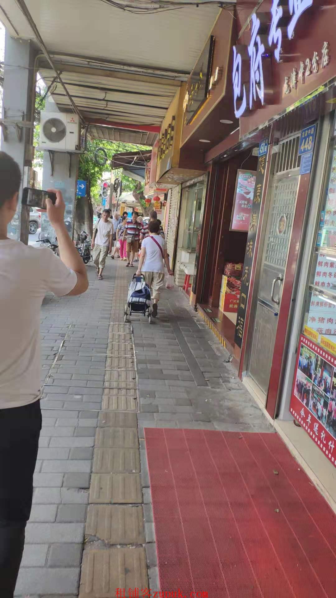 陈家祠龙津肉菜市场旁,沿街可百货澪售轻油烟小吃等