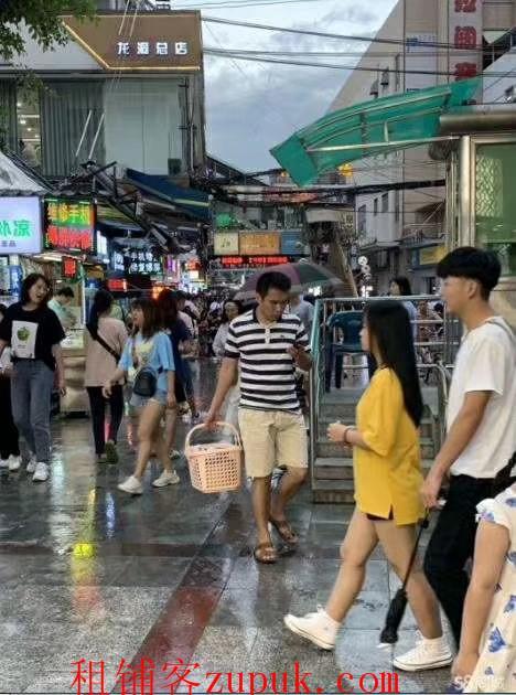 海珠区,龙潭东环街,小吃店,人超多,可各种餐饮位置好