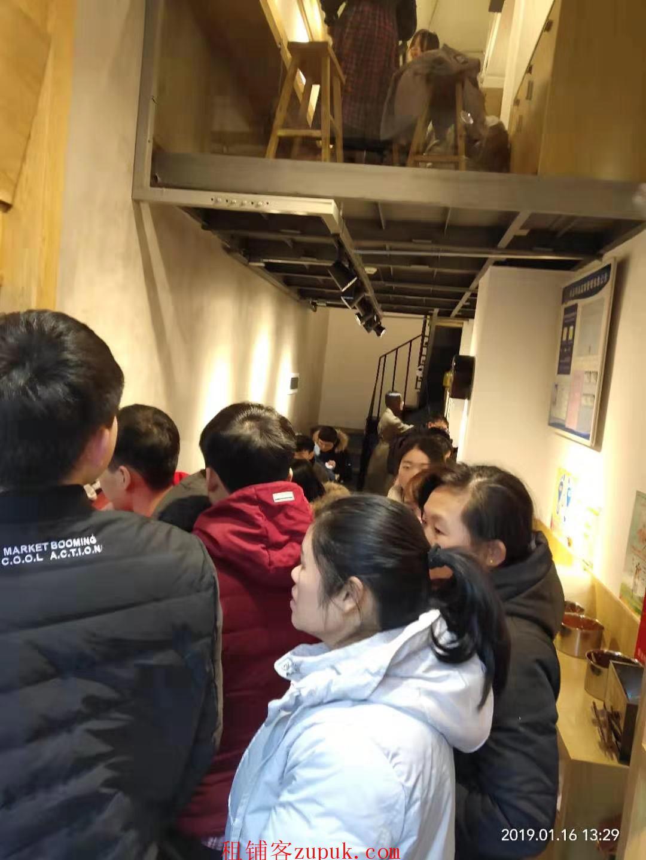 餐饮旺铺,位于雨花区核心板块商业圈万博汇云谷,目前经营正常