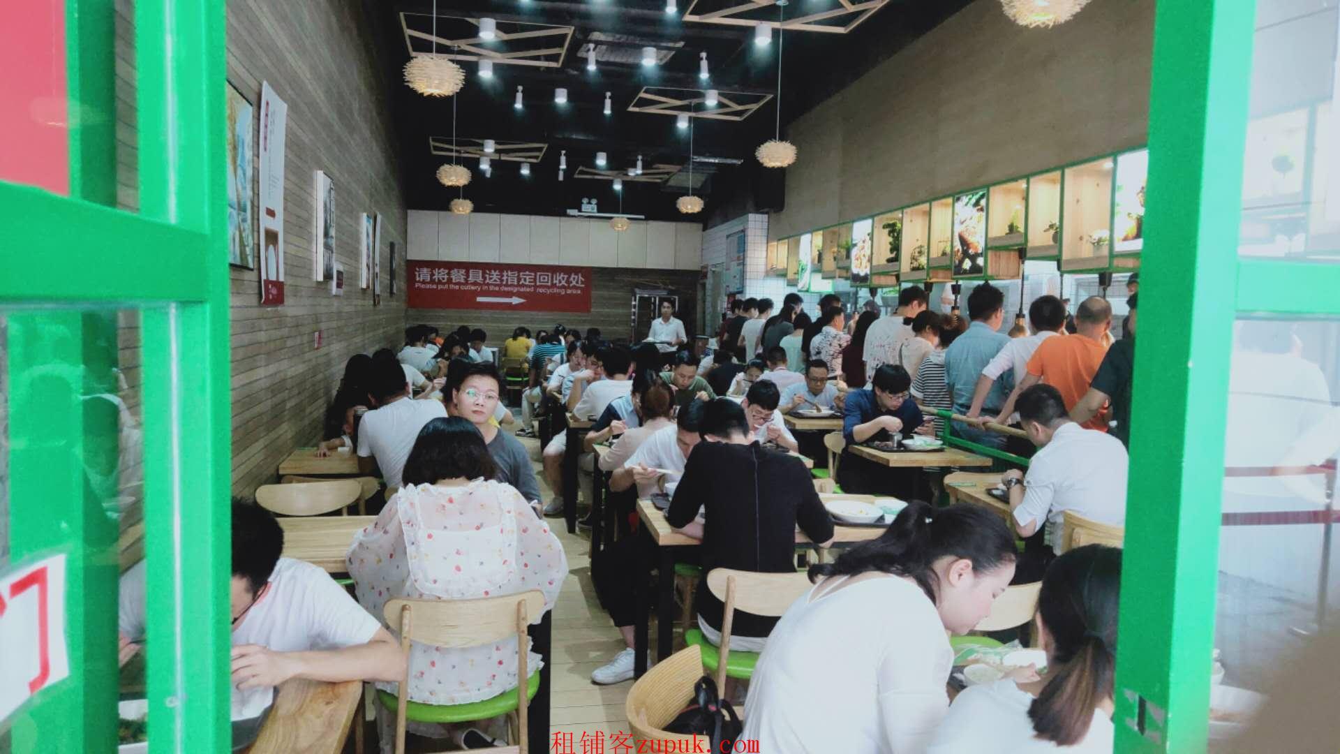 江燕路-道路,小吃店门口人超多,可各种餐饮,业态不限