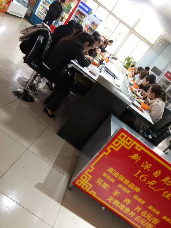 大学食堂旋转小火锅一年两万五招租