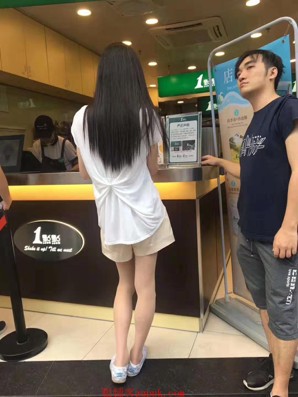 荔湾陈家祠地铁站附近!沿街奶茶餐饮铺子,整条街都是人
