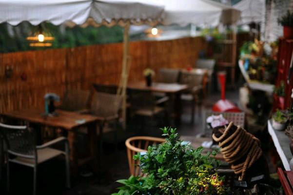 南明区河边稀缺旧房改造300平花园唯美餐吧