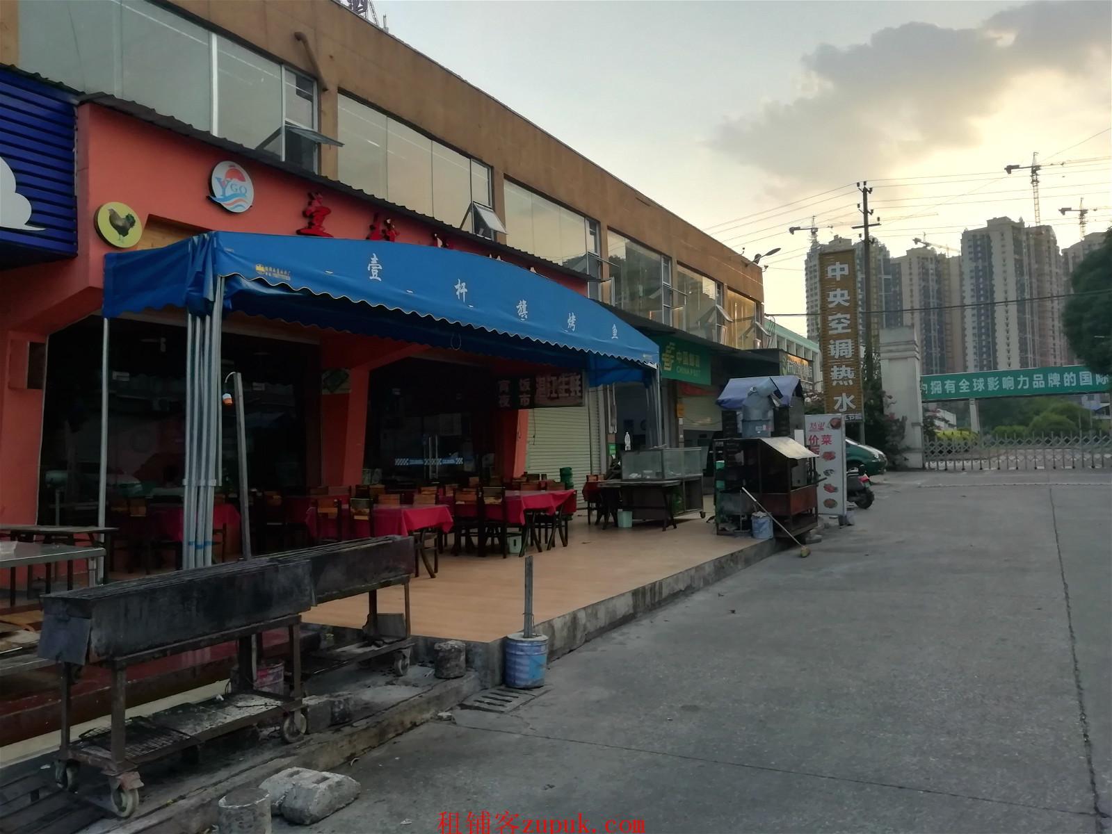 明秀西路青岛美食广场300平铺面转让