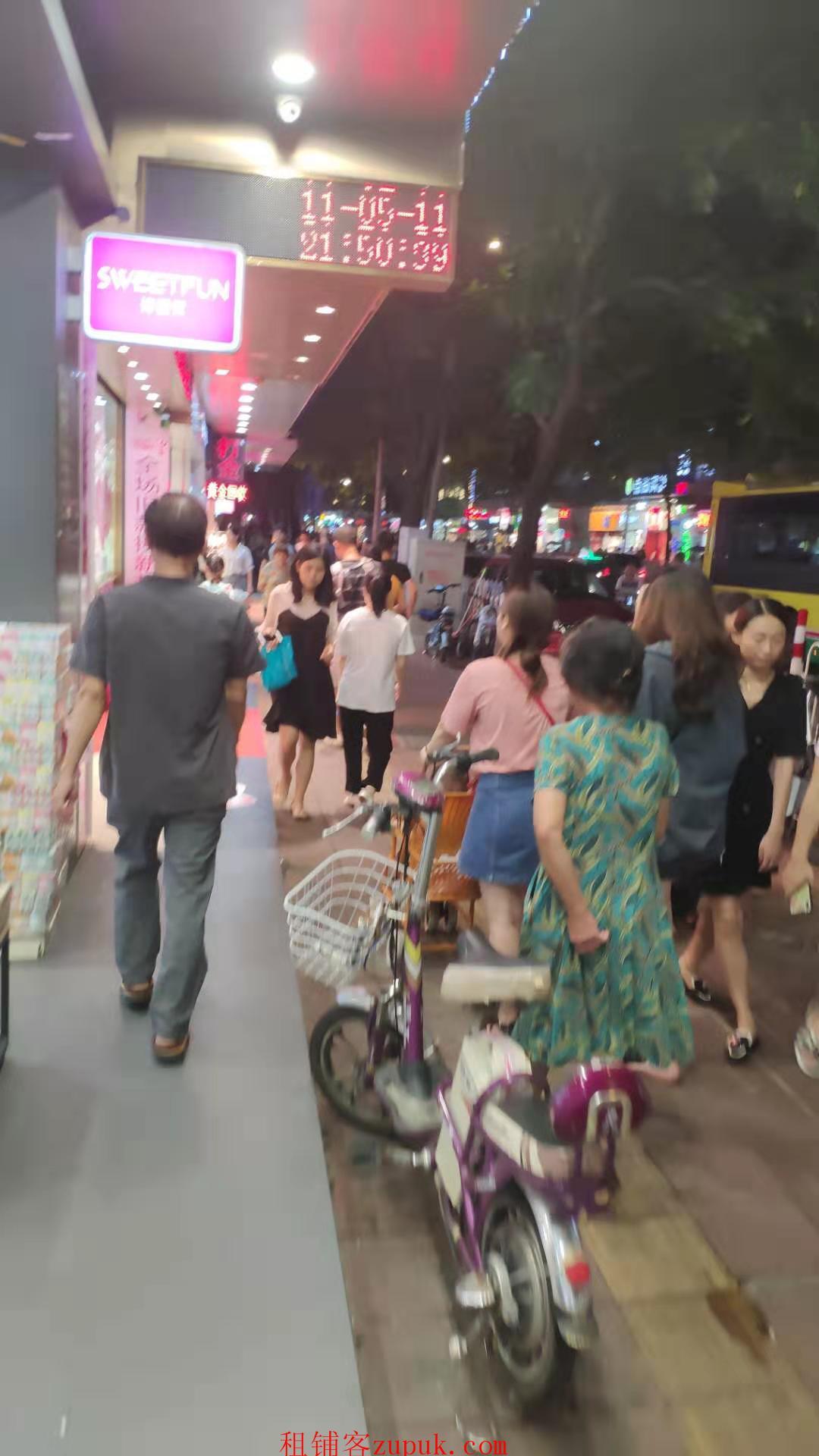 天河地铁旁沿街门面 奶茶烧烤小吃麻辣烫快餐猪脚饭炸鸡汤粉面等