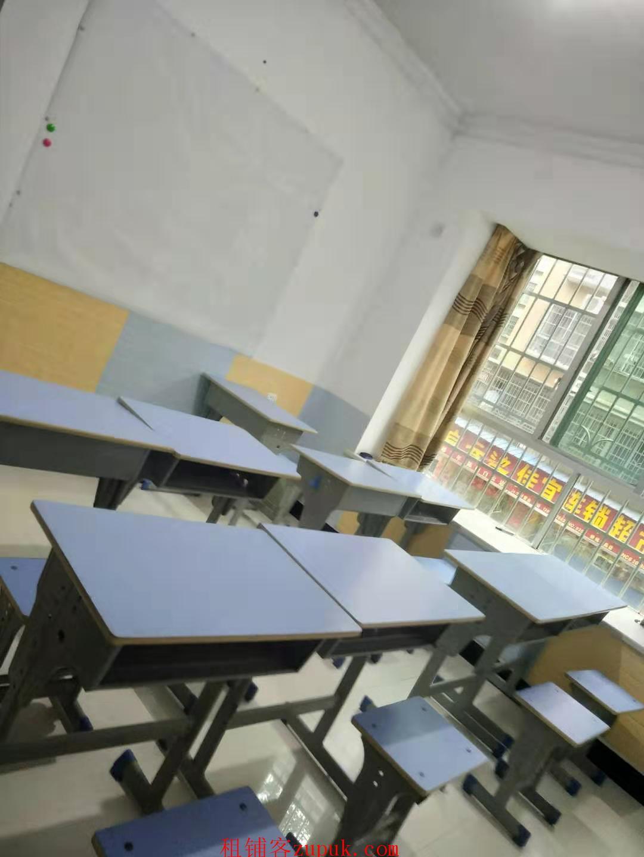 教育培训机构转让-近两所小学