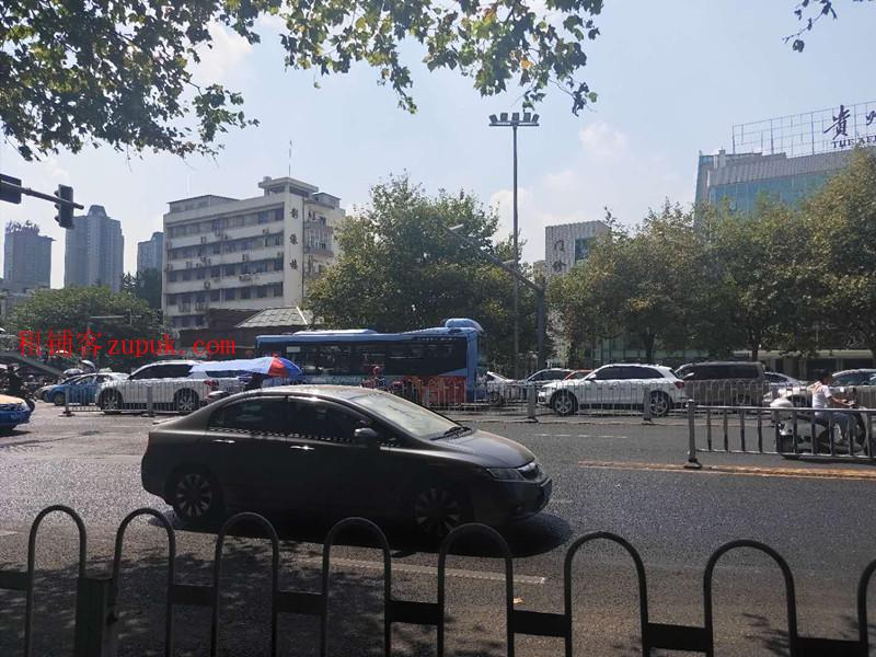 北京路54号贵州医科大学附属医院门诊部对面门面转让