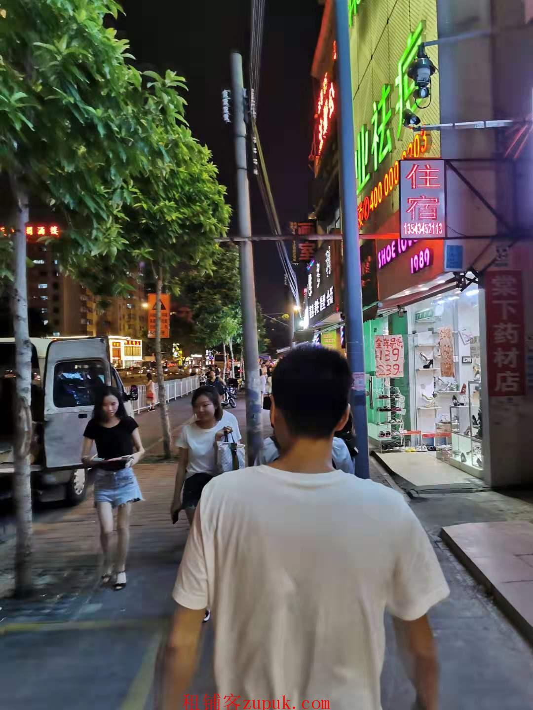 棠下涌东路临街45平旺铺,可明火,客流不断,成熟商圈!