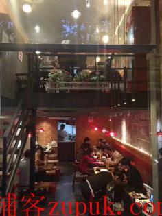 龙柏地铁口临街旺铺出租,超宽展示面双开间,不能重餐饮